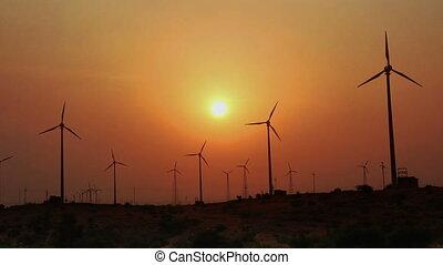 éoliennes, tourner, ferme, timelapse, -, contre, coucher soleil, vent