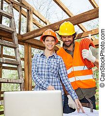 építészmérnök, dolgozó, noha, szerkesztés munkás, -ban, házhely