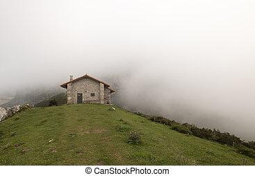 épület, hegy, körülvett, köd, ország