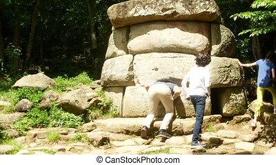 épület, kikutat, ősi, fénykép, 4k., bitófák, telefon, dolmen, fog, háttér, elhomályosít, networks., természetjáró, kilátás, dolmen, társadalmi