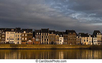 épület, maastricht, napnyugta