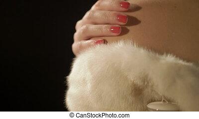 épaule, femme, fourrure, elle, manteau, jeune, main, dénudée, tenue, couvert, blanc