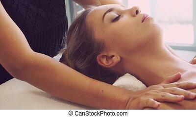 épaule, spa, femme, masage, therapist., obtient