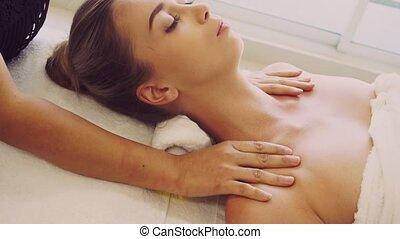 épaule, spa, therapist., masage, obtient, femme