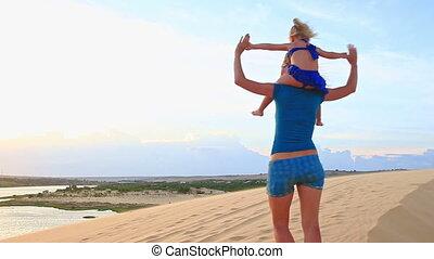 épaules, autour de, dune, virage, porte, mère, petit, girl, crête