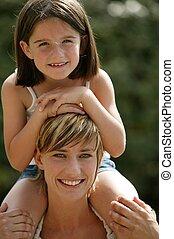 épaules, elle, mère, jeune enfant, équitation