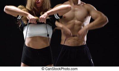 épaules, femme, élastique, athlétique, bandes, arrière-plan noir, studio, exercice, homme