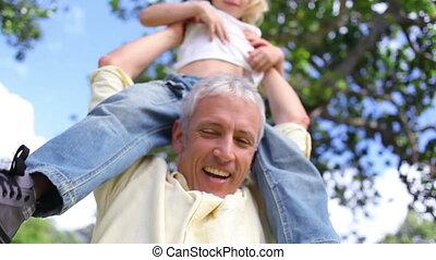 épaules, sien, mettre, père, fils