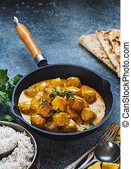 épicé, pilau, naan, boulettes viande, plat, servi, riz, curry, pain