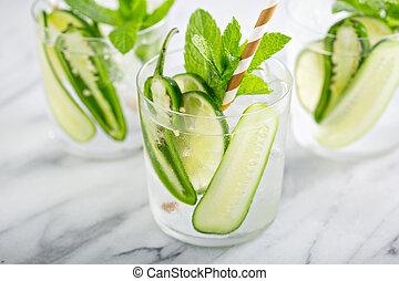 épicé, rafraîchissant, cocktail, chaux