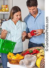 épicerie, légumes, magasin, couple, achat