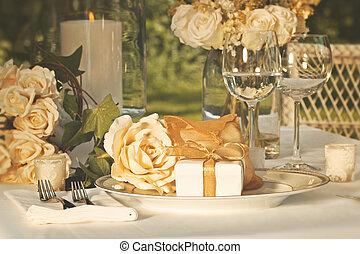 épousant partie, faveurs, sur, plaque, à, réception