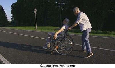 épouse, fauteuil roulant, parc, rotation, personne agee, mari