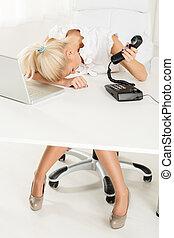 épuisé, secrétaire
