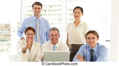 équipe, business, poser, heureux