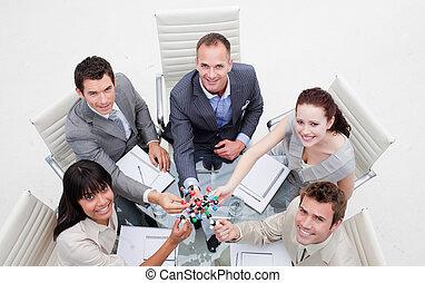 équipe, business, tenue, molécules, sourire, haut angle