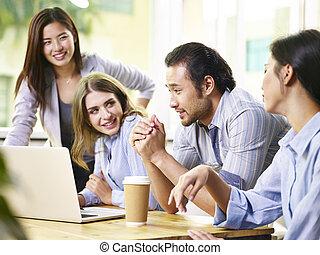 équipe, de, professionnels, réunion, dans, bureau