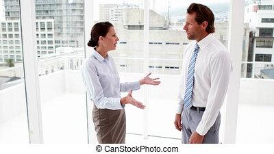 équipe, fenêtre, business, discuter