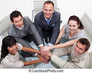 équipe, mains, business, élevé, ensemble, angle