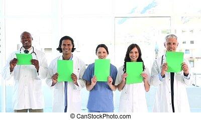 équipe, projection, sourire, papiers, vide, monde médical