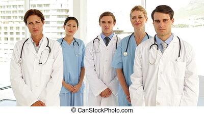 équipe, regarder, appareil photo, monde médical