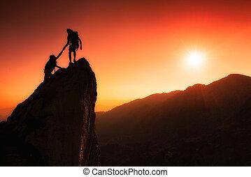 équipe, sommet, conquérir, aide, grimpeurs