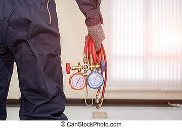 équipement, vérification, remplissage, mesurer, air, technicien, système, conditioners.
