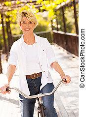 équitation, femme, mûrir, vélo