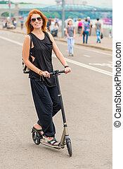 équitation, scooter, femme, jeune, route