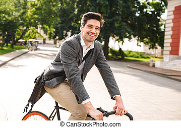équitation, sourire, vélo, jeune, homme affaires