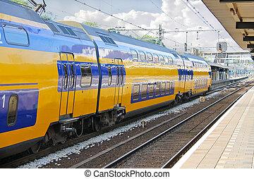 érkezés, állomás, vasút kíséret