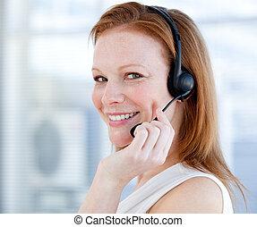 értékesítések, fejhallgató, mosolygós, jellegzetes, nő