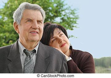 été, côté, sien, fille, ciel, arbres, complet, penche, portrait, vieux, personne agee, regarder, épaule, adulte