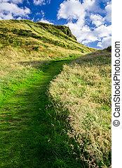 été, colline verte, sentier
