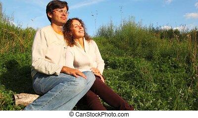 été, couple, parc, aromate, vert, fin, sourire, assied, parler