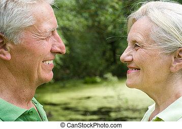 été, couple, parc, personnes agées