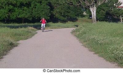 été, cyclisme femme, parc, aîné actif