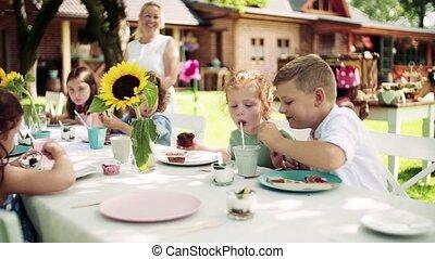 été, eating., dehors, jardin, petits enfants, séance, table, fête