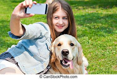 été, elle, selfie, chien, grass., arrière-plan vert, girl