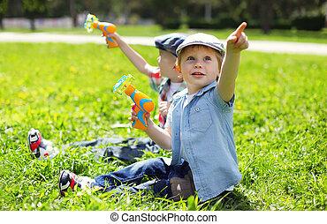 été, enfants, séance, ensoleillé, deux, ensemble, avoir, garçons, dehors, amusement, portrait, herbe, jouer, jour