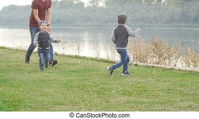 été, famille, père, concept., parc, deux enfants, fils, amusement, avoir, heureux