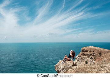 été, femme, extérieur, avoir, bronzé, temps, ensoleillé, vacances, jeune, temps, poser, mer, tropique, amusement, portrait, sexy, sport, plage, sensuelles