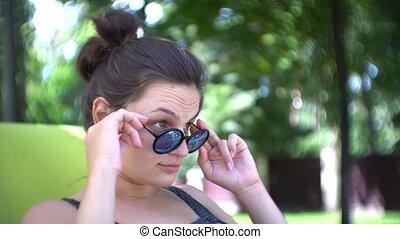 été, femme, lunettes soleil, délassant, jeune, sun.