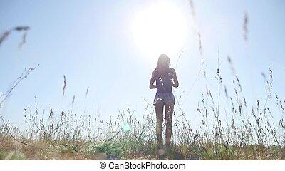 été, femme, nature, travel., lumière soleil, voyages, champ, grass., girl