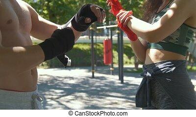été, femme, séance entraînement, emballage, jeune, pansements, mains, jour, homme