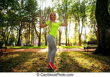 été, femme, sportif, pose, ville, mince, parc, jeune, vert