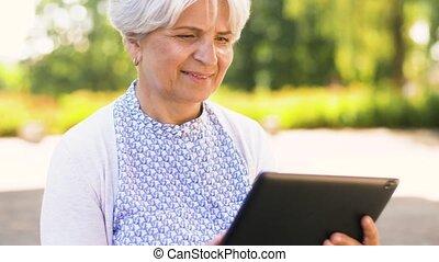 été, femme, tablette, parc, pc, personne agee
