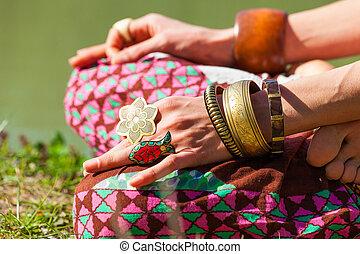 été, femme, yoga, mudra, pratique, lac, extérieur, closeup, mains, méditation, jour, geste