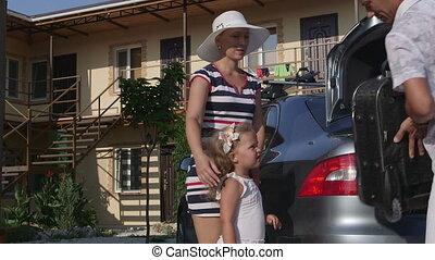 été, fermé, voiture famille, prendre, hôtel, père, vacances, valise, arrivant