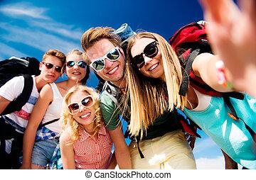 été, festival, prendre, ados, selfie, sacs dos